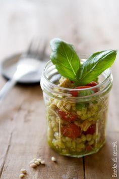 Orzo freddo con tonno, datterini e basilico - Brodo di coccole #orzo #orzoperlato #tonno #pomodori #datterini #basilico #insalata #salad #brododicoccole