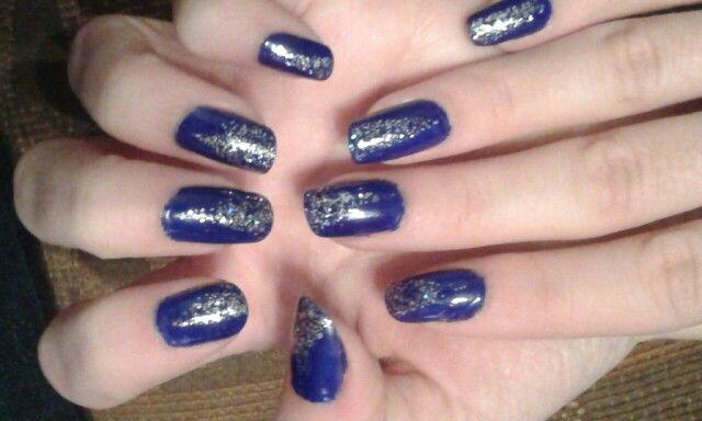 Ongles vernis bleu marine paillet e argent maquillage - Ongle bleu marine ...