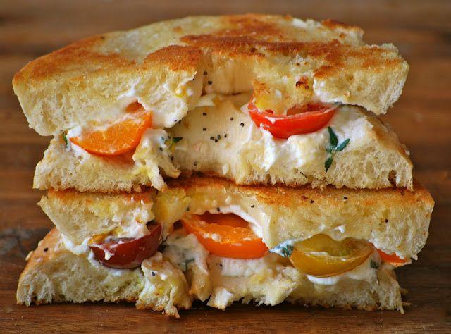 cream cheese grilled cheese!Grilled Cheese Recipe, Grilled Chees Recipe, Grilled Chees Sandwiches, Grilled Cheese Sandwiches, Sandwiches Recipe, Bagels Sandwiches, Grilled Cheeses, Heirloom Tomatoes, Cream Cheeses