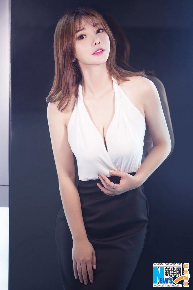 Chinese actress Liu Yan  http://www.chinaentertainmentnews.com/2015/10/new-photos-of-liu-yan.html