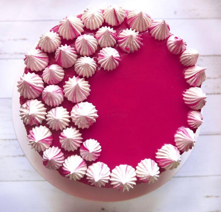 Málnás mascarpone-joghurt torta málnás glazúrral