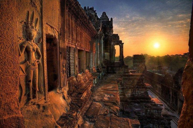 Ангкор-Ват - великолепный гигантский храмовый комплекс в Камбодже