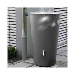 外壁やお庭に調和するスタイリッシュなデザイン。緑化や家庭菜園を行う中で水やりに利用できる雨水タンク。雨水を溜め、必要なときに利用することで節水につながり、環境に優しいエコな生活を創出します。サイズ:W580*D580*H1115容量:210Lタンク重量(空の状態で):約9kg材質:ポリエチレン