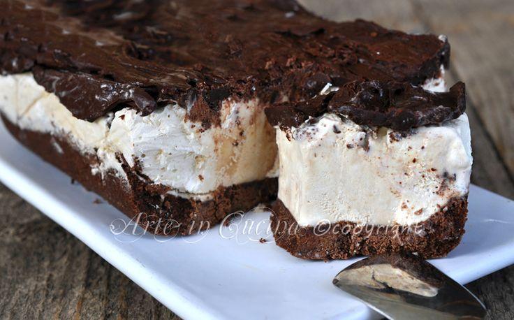 Cheesecake al tiramisu con pan di stelle, torta gelato, dolce senza forno, facile e veloce da realizzare, ottimi dolce da dessert, per feste di compleanno.