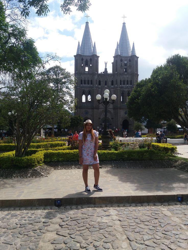 #trip #castle #travel #outfit #sunday #amazing #jardin #garden #medellin #lovely #flowers #church #iglesia