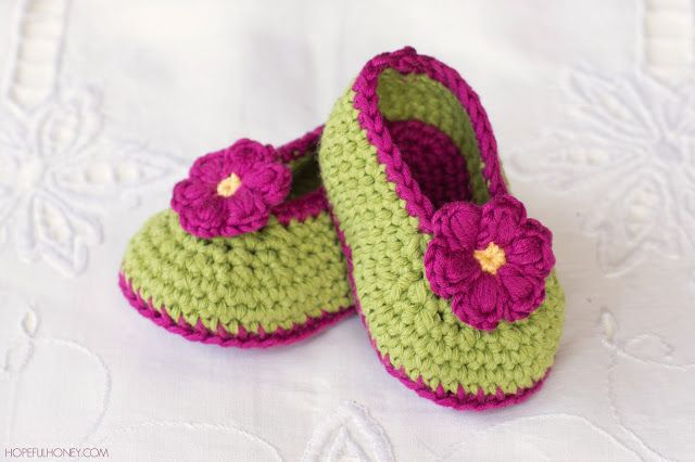 http://www.hopefulhoney.com/2016/01/fairy-blossom-baby-booties-free-crochet.html