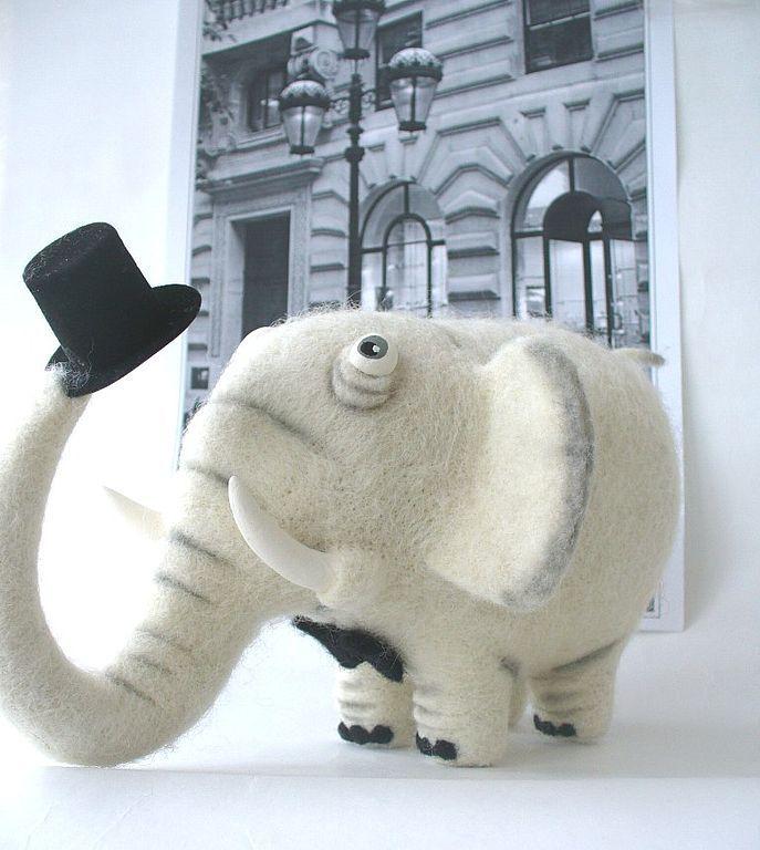 Mr. White - слон,слоник,эксклюзивный подарок,войлочная игрушка,валяная игрушка