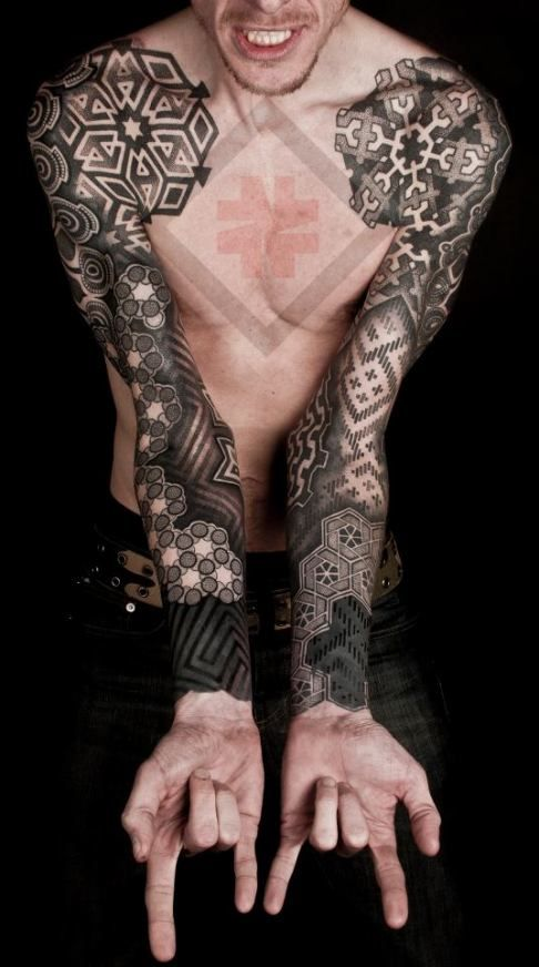 I absolutely love this geometric style. Makes me rethink the sleeve I had in mind