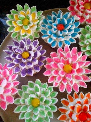"""""""I have done these before! Easy. Cut mini-marshmellows in 1/2 diagonally. Dip in colored sugars and arrange on a cupcake that is lightly iced. BAM! Flower! (I did mine without the yellow M and liked it better!)"""" These are so cute and sound easy too!"""