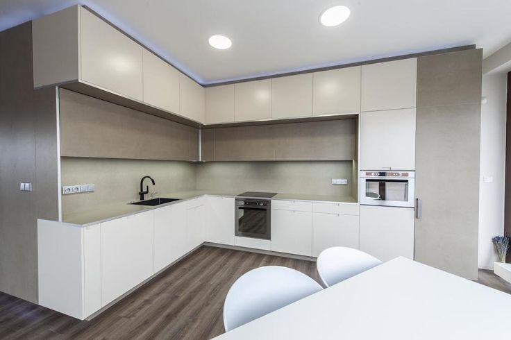 Inspirace kuchyně - Krémová kuchyň a pracovna v moderním stylu