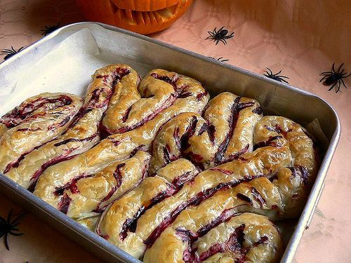 """icky intestines"" recipe - actually puff pastry with your choice of filling - looks amazingly CREEPY for Halloween!  full recipe & photo instructions"