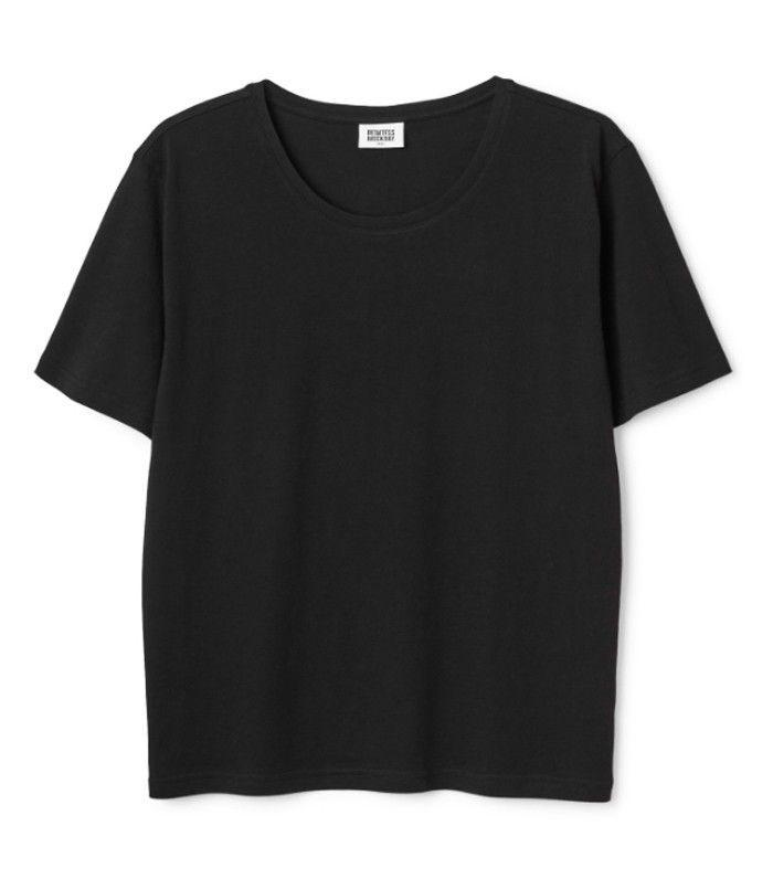 The Best T-Shirt Brands for Ultra-Plain, Super-Chic Crew Necks via @WhoWhatWearUK