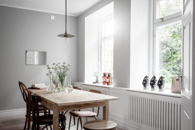 Industrial con cálida madera en un apartamento sueco