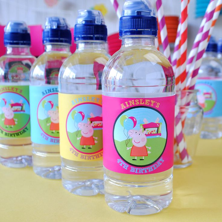 With design online you can create party favors with your child's favorite characters. #kidsbirthday #PeppaPig #waterbottlelabels #stickers #easypeasy #waterproof #partyplanning #inspiration #designonline #makeyourown #childsparty #goodiebags #birthdayfavors #partytime #birthdayidea #DIY