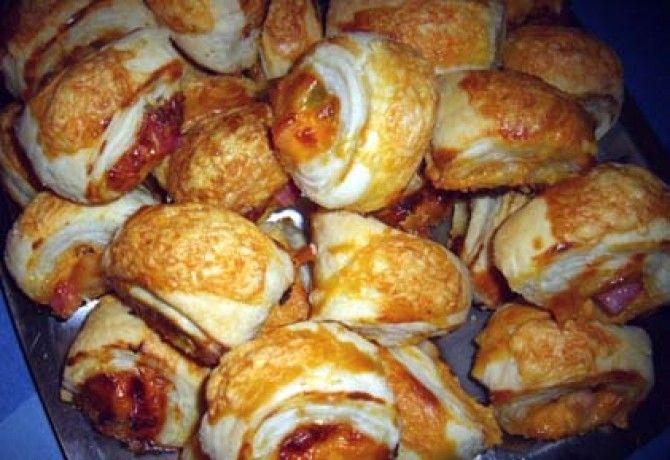 Sajtkrémmel-baconnel töltött falatok