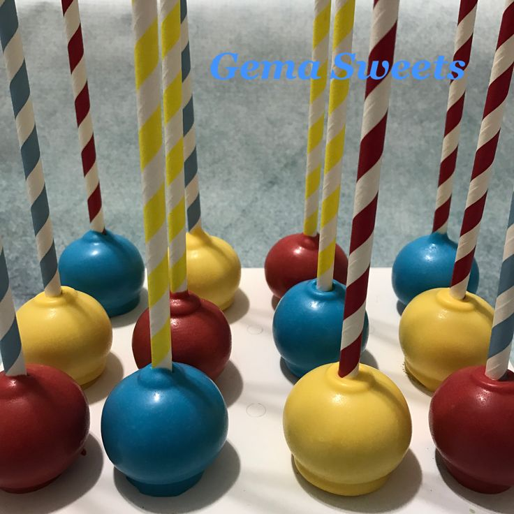 Simple cake pops for circus themed party by Gema Sweets.