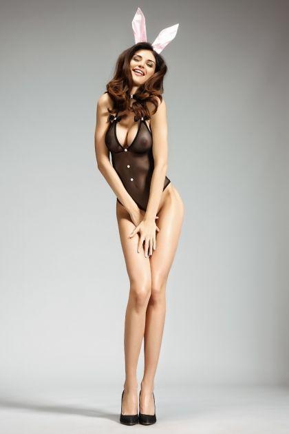 Rozkoszny kostium króliczka pozwoli wyzwolić maksimum twojej kobiecości i rozpalić zmysły. Body wiązane na szyi idealnie podkreśli figurę, seksownie odsłaniając dekolt i ramiona. Do zestawu dołączona jest opaska z uroczymi, satynowymi uszami.