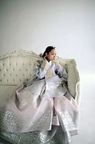 I am seriously old fashioned.. I love Hanbok!!