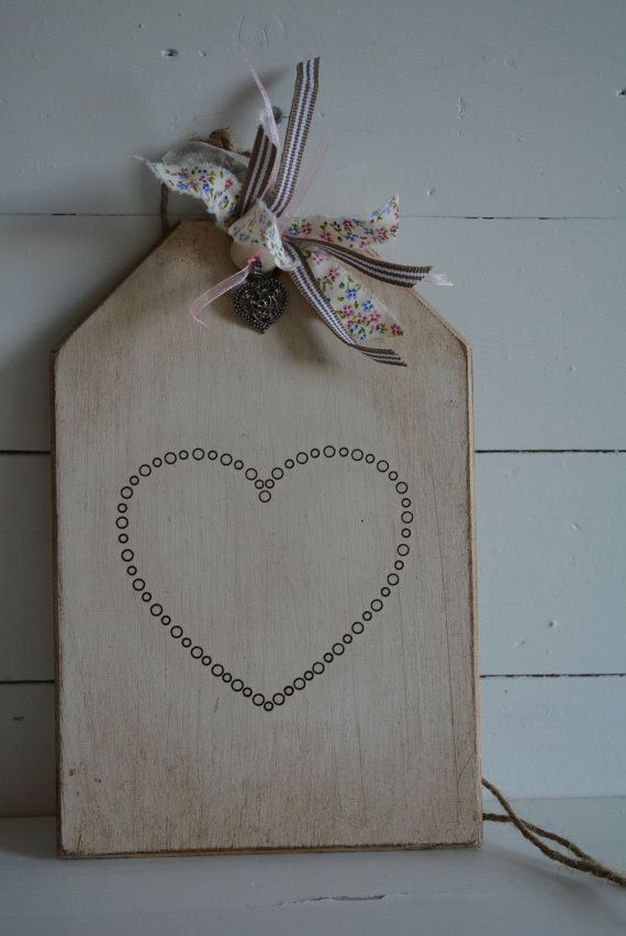 Houten label/bord met een vintage, rustieke oude look met een hart ...