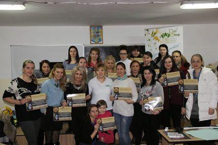 Alaturi de absolventele cursului de ''constructia unghiilor cu gel'' de la Bacau. Felicitari sincere tuturor celor care au participat cu succes la acest curs!