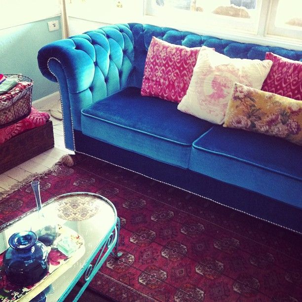 new couch turquoise velvet chesterfield love it. Black Bedroom Furniture Sets. Home Design Ideas