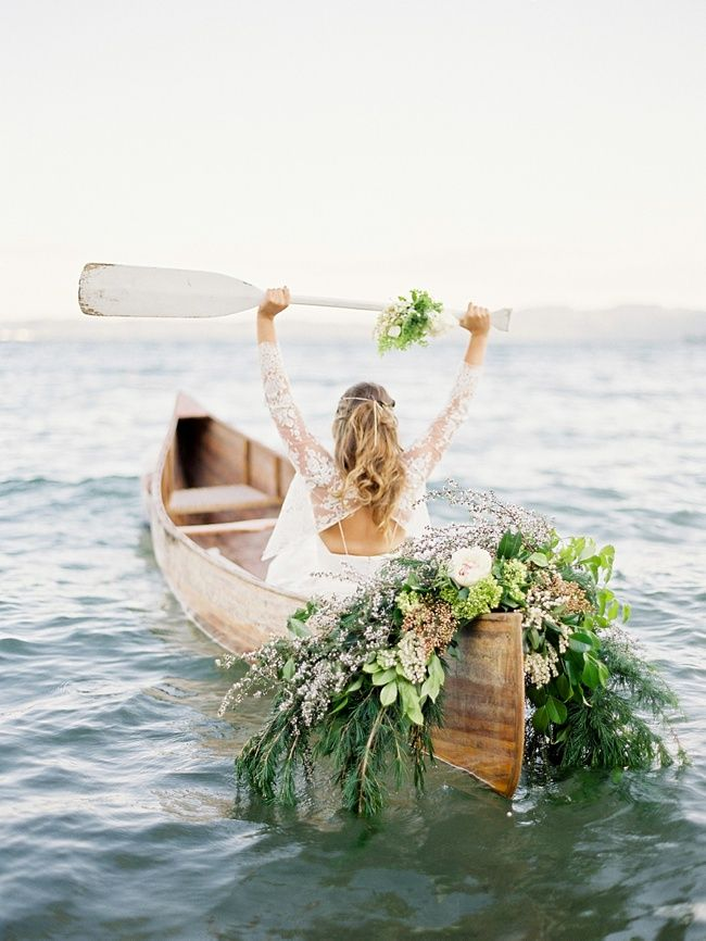 I can't get enough of this canoe and floral piece!....this would be too amazing for engagements...*sigh*