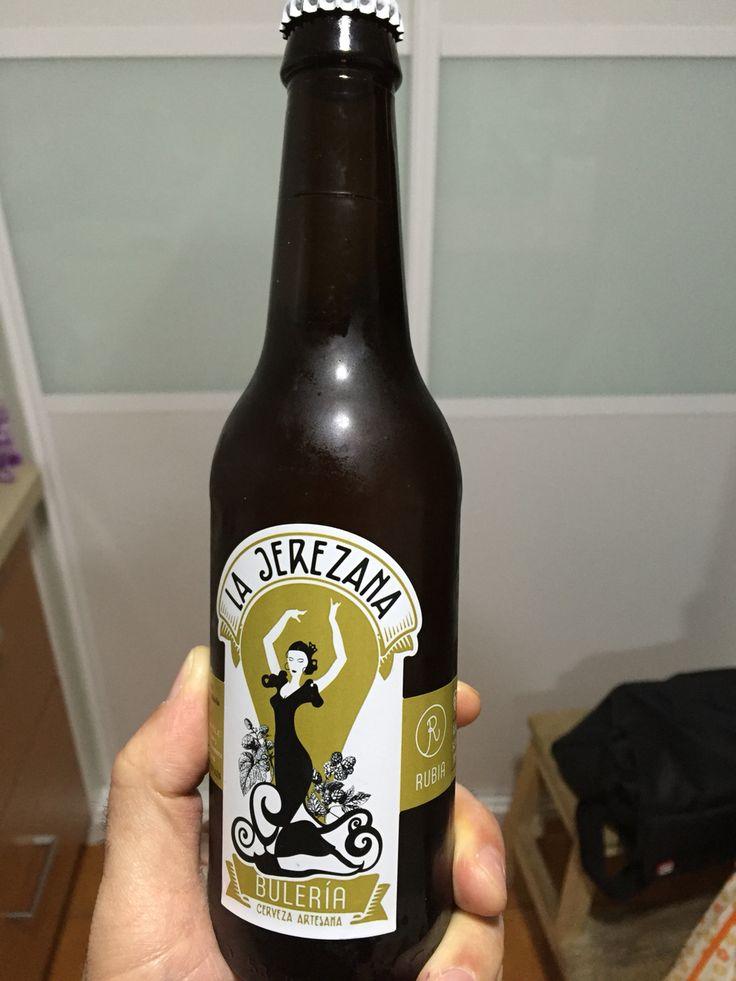 ¡Vámonos por bulerías! Cerveza de cebada tipo lager de 5,5% de aspecto turbio muy rica. #beer #lajerezana #artesana #jerez #xerez #cerveza