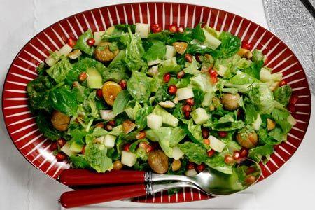 Πράσινη σαλάτα, με μυρωδικά, κάστανα και ρόδι - Συνταγές | γαστρονόμος
