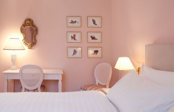 Looking for a relaxing yet elegant hotel to stay while in Athens? Kefalari Suites is the place for you!