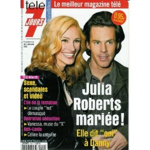 """Julia Roberts mariée ! Elle dit """"oui"""" à Daniel Moder, dans Télé 7 jours (n°2199) du 20/07/2002 [couverture et article mis en vente par Presse-Mémoire]"""