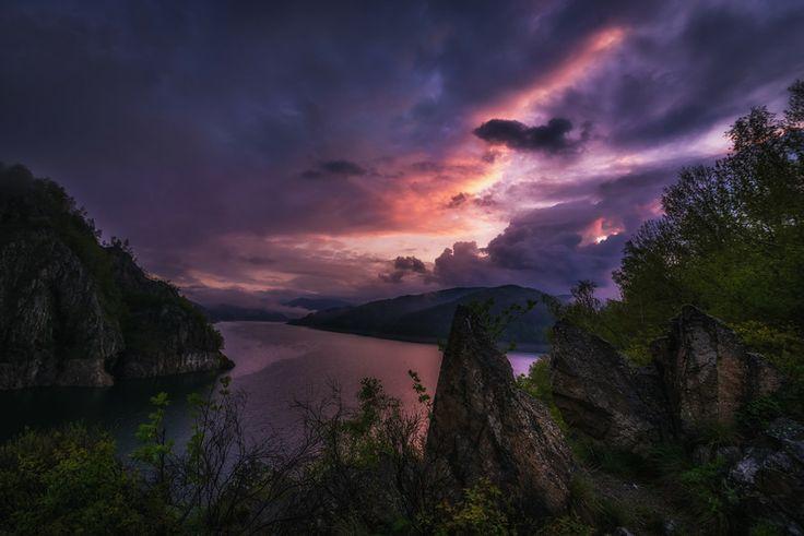 Morning on Vidraru Lake by Cezar Machidon on 500px