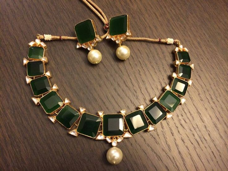 Classic rectangle emerald necklace