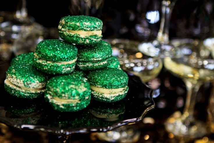 We LOVE GLITTER macarons