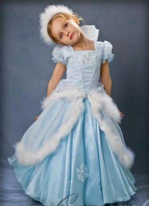 Как сделать костюм королевы на праздник своими руками?