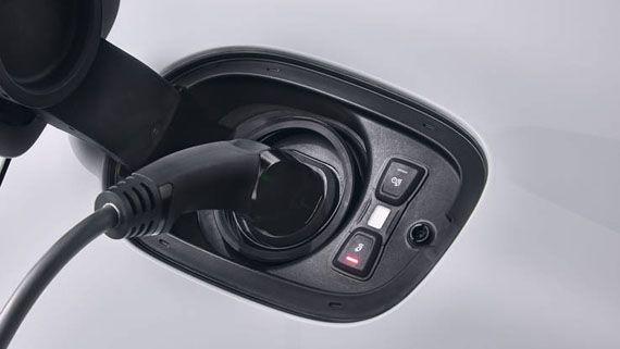 Подзарядка гибридного седана Порше Панамера S E-Hybrid 2018 / Porsche Panamera Turbo S E-Hybrid 2018