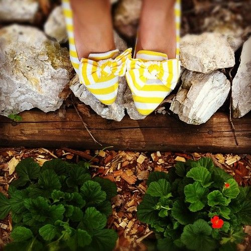 Prepaganda: Spring Color, Beautiful Yellow, Color Inspiration, Cute Shoes, Adorable Shoes, Nice Shoes, Yellow Shoes, White Stripes, Style Blog