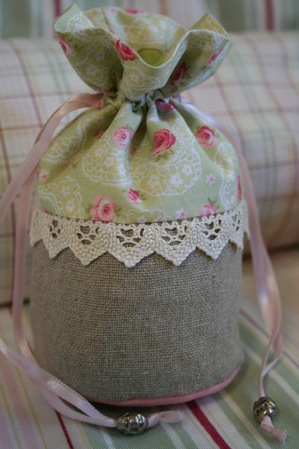 Roses drawstring bag by Ar do Campo, via Flickr