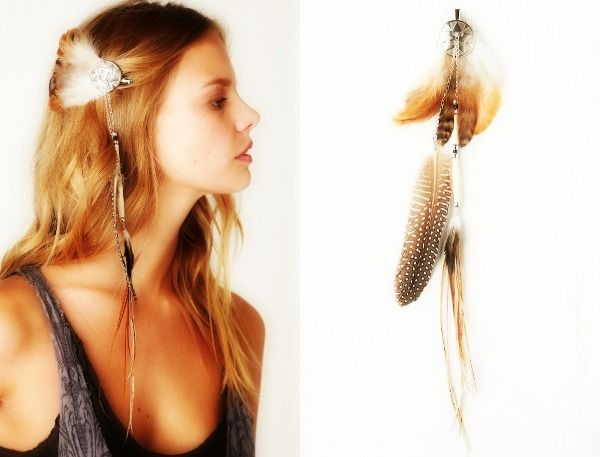 From FreePeople's DIY Blog - feather hair clips.