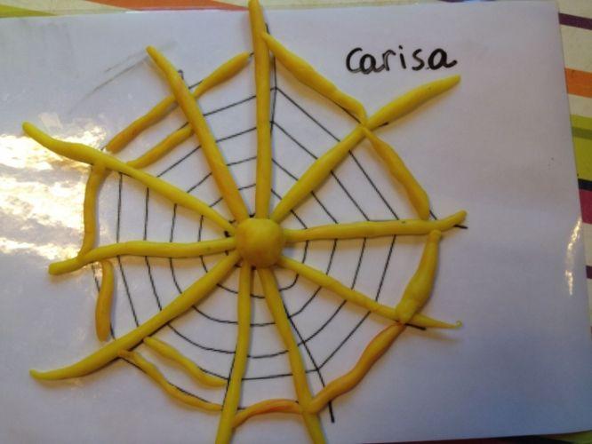 Klei: spinnenweb met plasticine