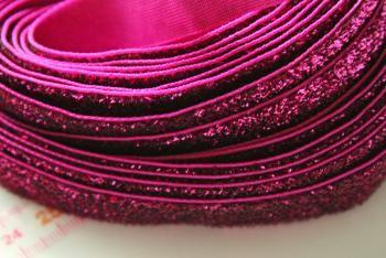 Syklaaminpunaista samettikimallenauhaa 1 m, myyjä Maili http://www.taitomaa.fi/shop/maili