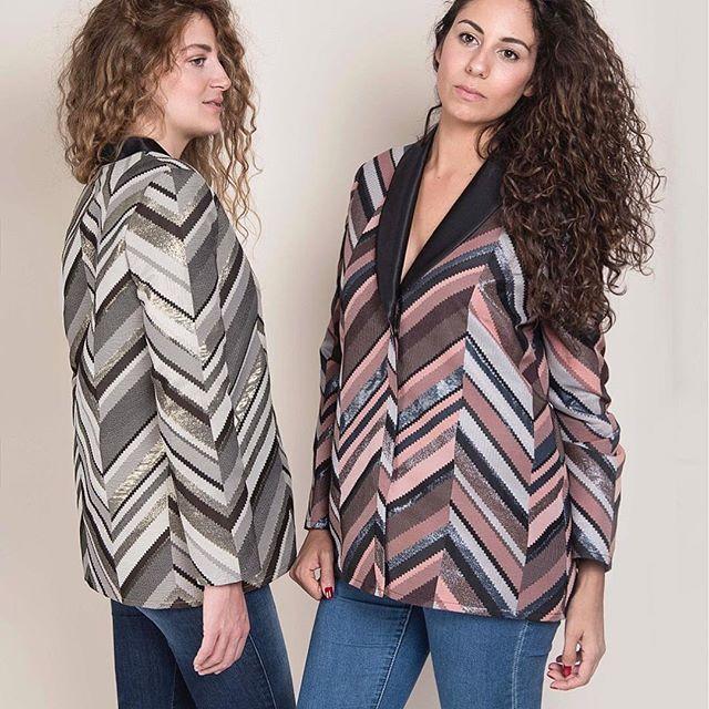 Let's get in 70's ✨ Blazer #Manero pour assouvir notre #lurexmania de cet hiver ! En jean, en slim de cuir, en converses ou en talons, c'est sûr ! : vous serez lookée en un clin d'œil 😉 ... #Fionavani #frenchbrand #premium #womenswear #womenstyle #clothing #frenchgirls #designer #fashion #fashiondaily #dailylook #frenchstyle #smoking #blazer #Fw1718 #fashionweek #lookbook #style #model #fall #collection #frenchdesigner #moodboard #masterpiece #eshop #shopping