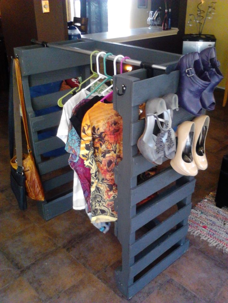 This is my newest creation, a pallet clothe and Shoe rack! My closet space is limited and so I needed a little extra space, and there is defenatly no such thing as too many pairs of shoes!