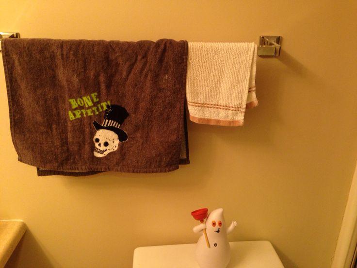 Mother's / Guest Bathroom Halloween 2015
