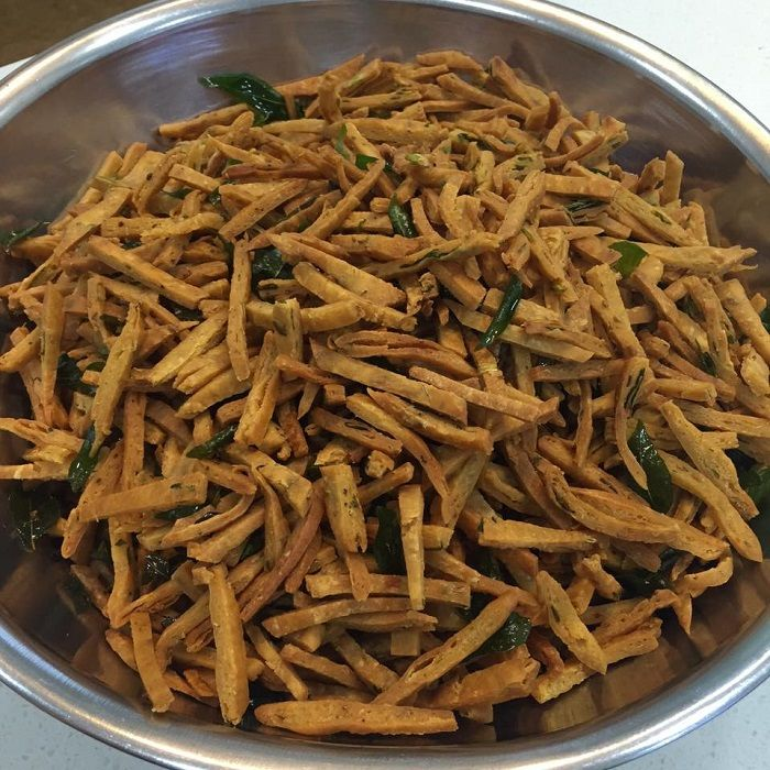 Kuih Gunting Adalah Sejenis Makanan Tradisi Melayu Yang Rangup Dan Agak Keras Sesetengah Orang Memanggil Kuih Gunting Denga Food Receipes Easy Cooking Cooking