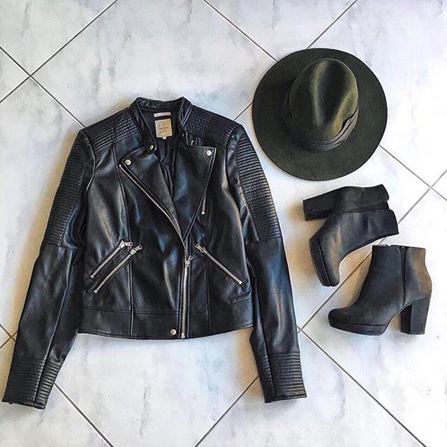 Quick shot 💥🖤 . . . . . . . . .__________________________ #leather #jacket #hat #boots #white #black #ootd #fashion #fashionista #blogger #lifestyle #palarie #negru #alb #cizme #goodvibes #goodmorning #dimineata #bunadimineata #instadaily #instafashion #style #trend #bestoftheday #picoftheday #photooftheday #fashionstyle #followme #zara