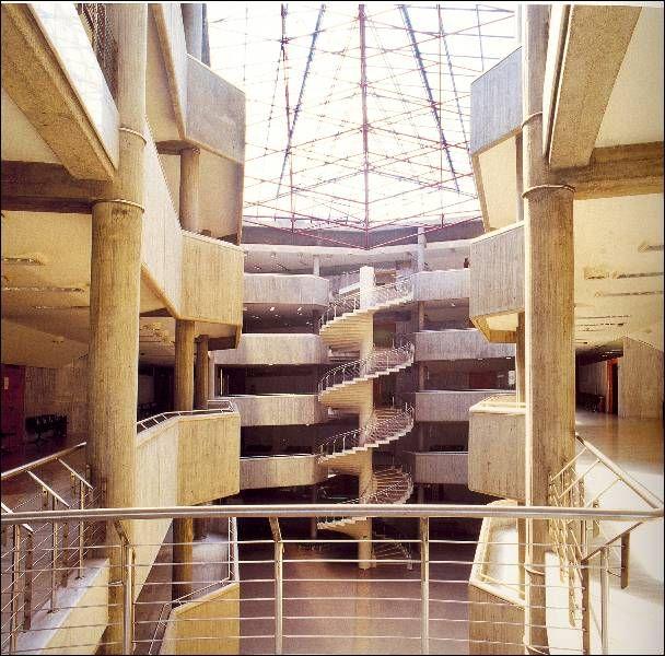 Edificio dos Xulgados | Xosé Bar Bóo | A Coruña (1985) | Fonte: archxx-sudoe.es