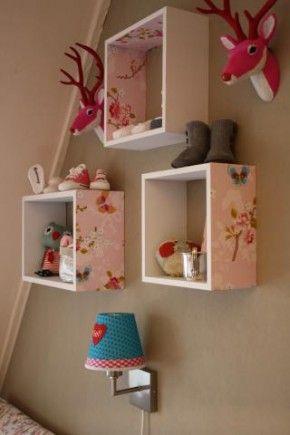 restjes behang op een kastje plakken. simpel en leuk voor in de slaapkamers