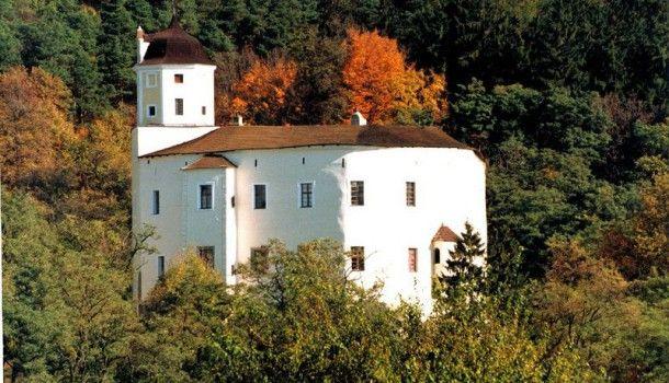 Kam na výlet?  Hrad Malenovice – přepychové sídlo rodu Šternberků
