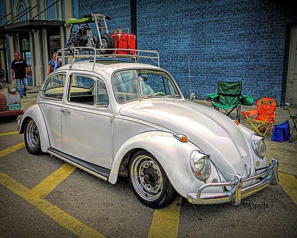 A Classic Vw Beetle Complete With Luggage Rack Scooter And Red Ice Chest Gleams Under Shady Oak Classic Volkswagen Beetle Volkswagen Beetle Classic Volkswagen