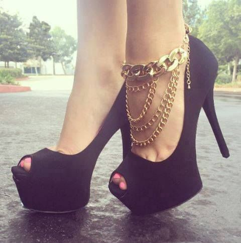 I love the idea of a cool anklet like that it make it look like it came along with the heel
